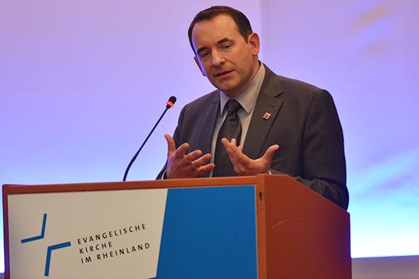 Wahrlich dankbar: Hessens Kultusminister R. Alexander Lorz.