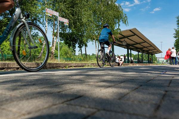 Die 23 Kilometer lange Nordbahntrasse in Wuppertal ist beliebt bei Fahrradfahrern und Wanderern. Was es unterweags alles zu sehen gibt, erläutert ein neuer Reise- und Wanderführer.