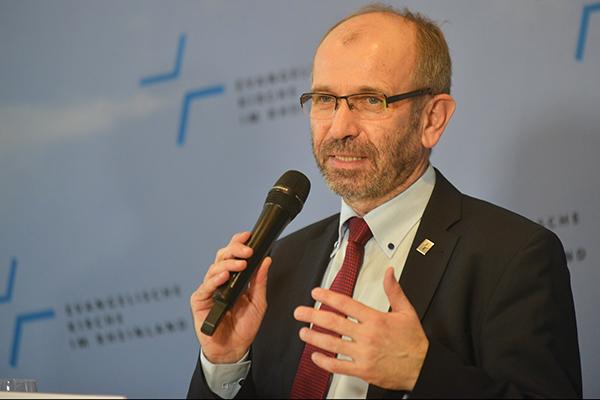 Präses Manfred Rekowski in der Auftakt-Pressekonferenz der Landessynode 2017.