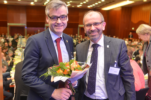 Dr. Johann Weusmann bleibt Leiter der Abteilung 4 (Recht und Politik).