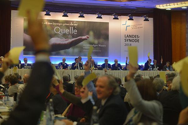 Abstimmung im Plenum auf der Landessynode 2018.