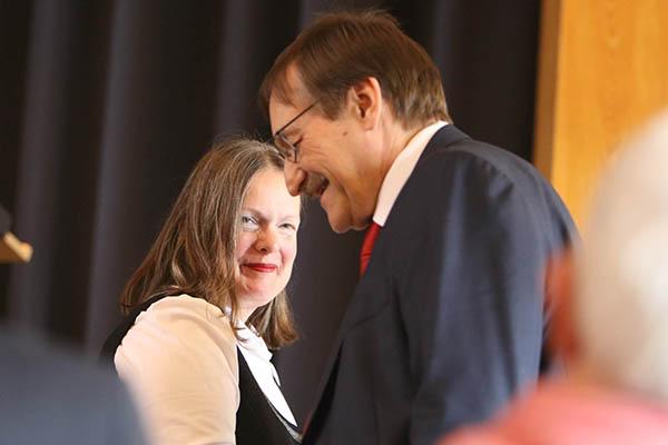 Henrike Tetz ist als neue Oberkirchenrätin die Nachfolgerin von Klaus Eberl.