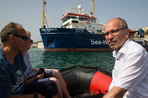 Präses Manfred Rekowski besucht die Sea Watch