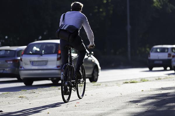 Das Auto stehen lassen und stattdessen mit dem Fahrrad fahren -  das ist nur eine von vielen Möglichkeiten in der Fastenzeit Verzicht zu üben. Mehr Anregungen bieten verschiedene kirchliche Fastenaktionen.che Fasten