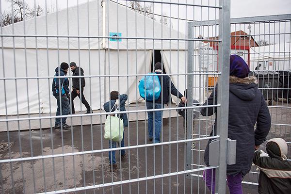 Flüchtlingsberater der Diakonie sehen die Menschenwürde in der aktuellen Asylpraxis und -gesetzgebung immer häufiger wesentlich eingeschränkt.