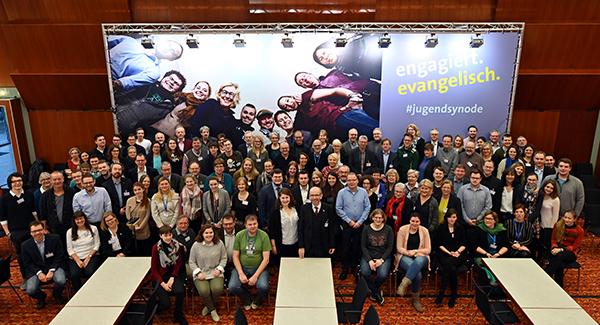 Sie alle miteinander sind die Uraufführung: die Jugendsynode der Evangelischen Kirche im Rheinland. Klick aufs Foto zur Multimediastory!