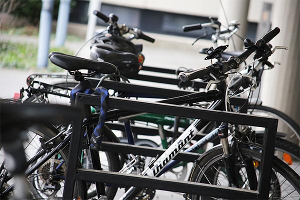 Vorfahrt für Fahrräder: Das Haus der Landeskirche in Düsseldorf ist Sammelstelle für den 'Aufbruch Fahrrad' in NRW.
