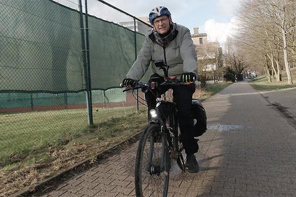 Seit 13 Jahren überzeugter Autofaster: Frank Schulte, Pfarrer in Ratingen, fährt mittlerweile 5000 Kilometer pro Jahr mit dem Fahrrad.