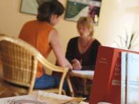 Beratungen im Schwangerschaftskonflikt bietet auch die evangelische Kirche an.
