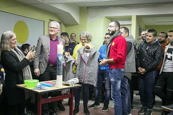 Eröffnung des neuen Naomi-Projekts für Flüchtlinge, u.a. mit Doris Peschke (CCME, v.l.) und Kirchenrat Rafael Nikodemus.