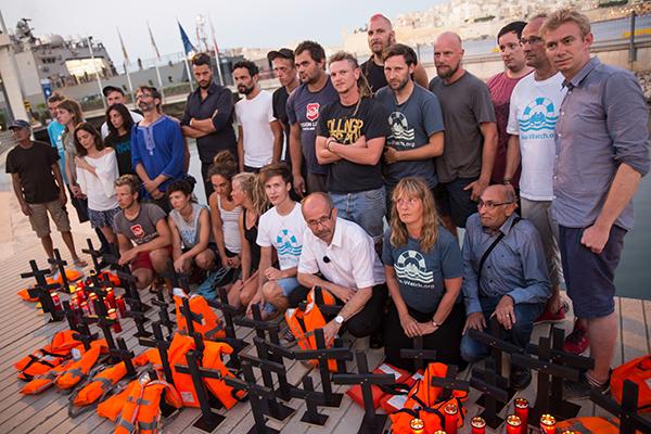 Seenotretterinnen und -retter mit Präses Manfred Rekowski in Malta.